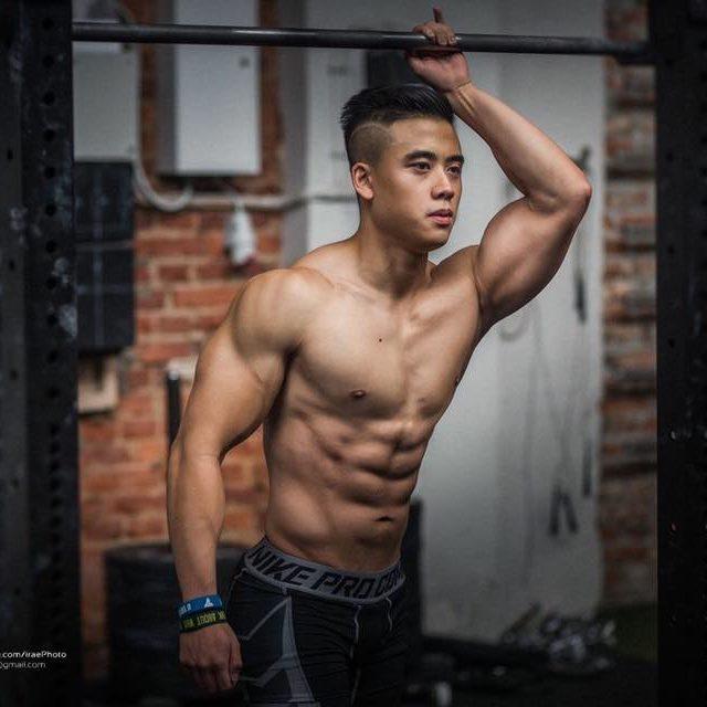 Lee - tancerz erotyczny